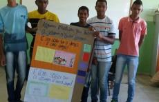 Estudantes apresentam atividades realizadas no minicurso: É bom saber que a droga é uma droga
