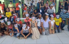Os alunos apresentam atividades realizadas no minicurso: Lendi e escrevendo histórias do campo e da cidade
