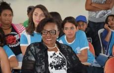 Profa. Rosalia Araújo representando a Fainor e alunos do CEI de Cabeceira
