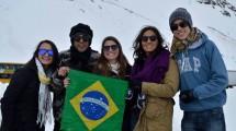 Felipe Lemos e um grupo de amigos na Argentina.