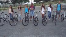 Alunos contemplados com a concessão de bicicletas em Itapetinga.
